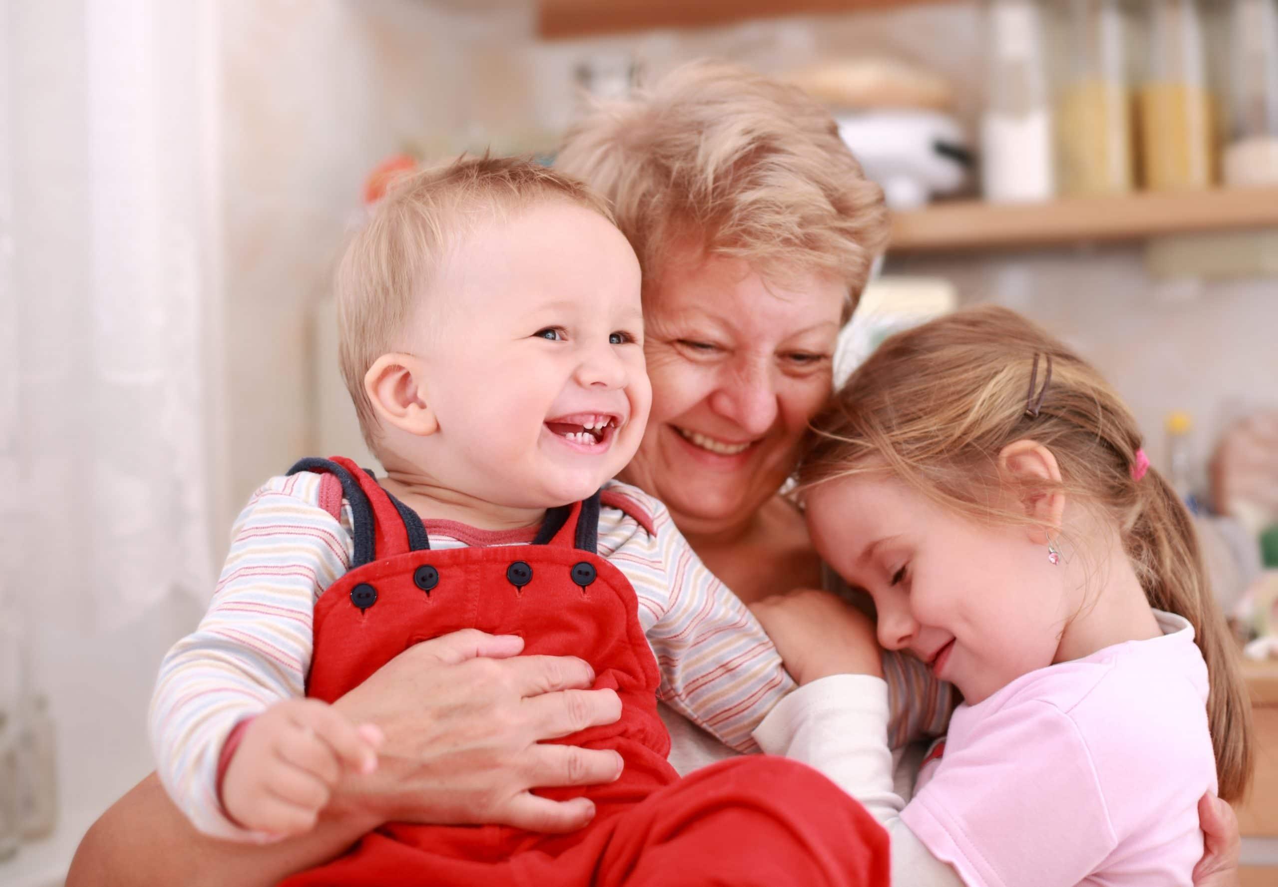 10 Gründe, warum Omas wichtig für Enkel sind - hallo-oma.de